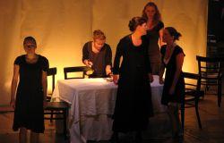 Theaterpremiere  Frei nach Bernadas Albas Haus
