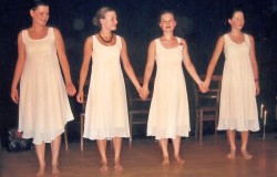 """Ausstellungseröffnung """"Szenenschnitt"""" und Premiere der Tanzgruppe """"Szenische Fragmente""""  21. Juli 2006"""